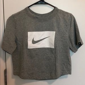 Nike Essential Cropped Top